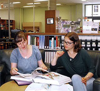students at the Science and Forestry Library
